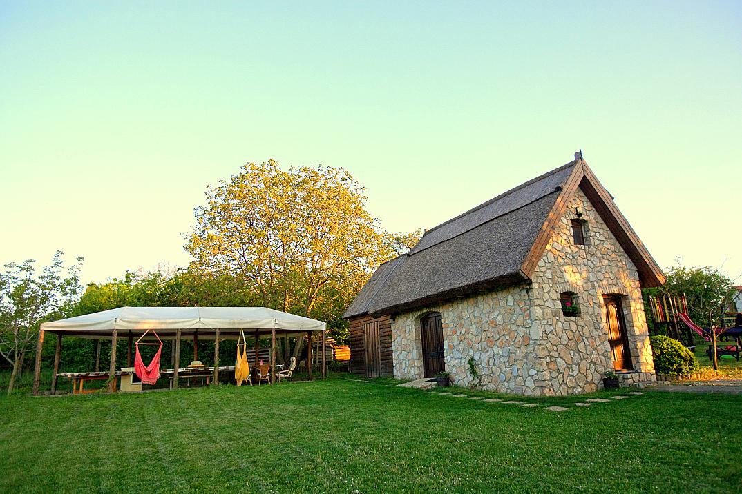 vakantiehuisje hongarije golden walnut grove lovasbereny 02