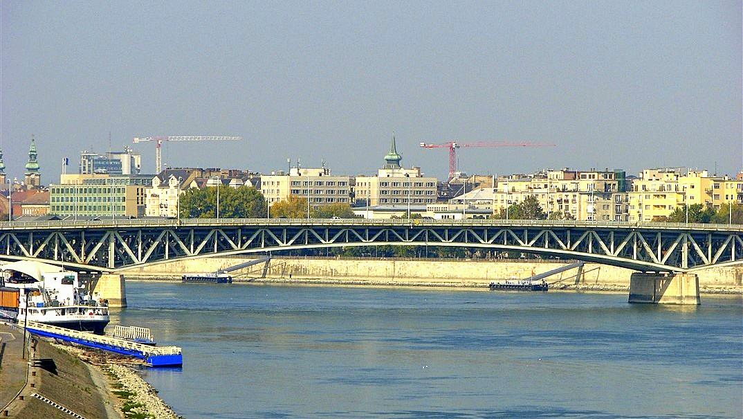 petofibrug bruggen over de donau