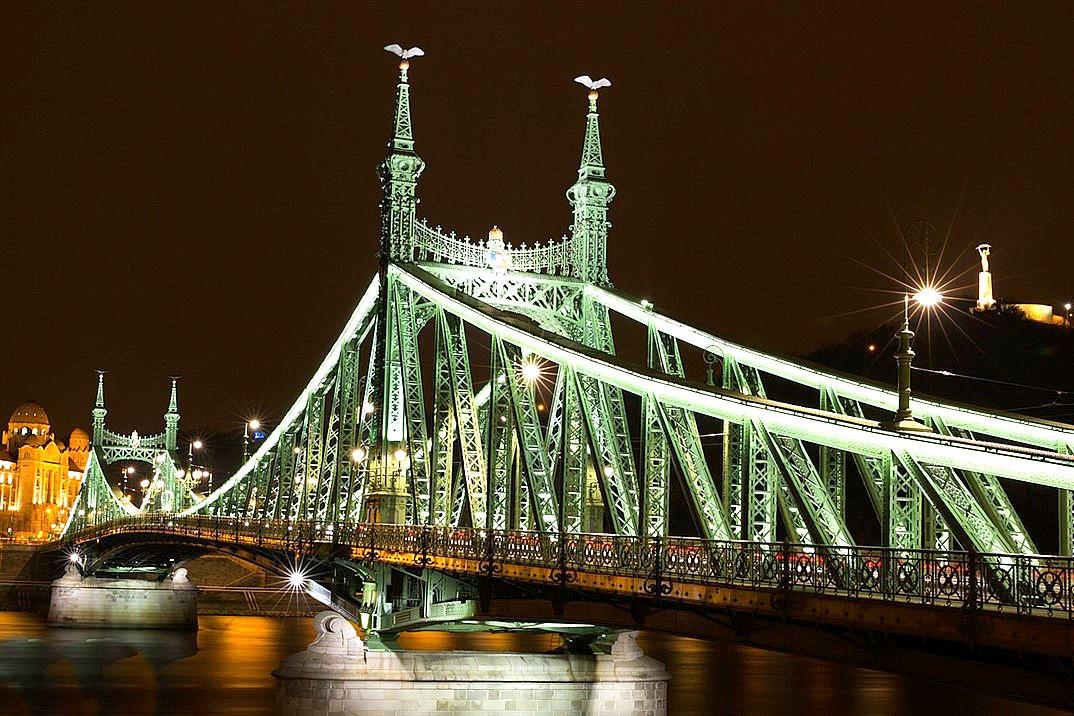 szabadság brug bruggen over de donau